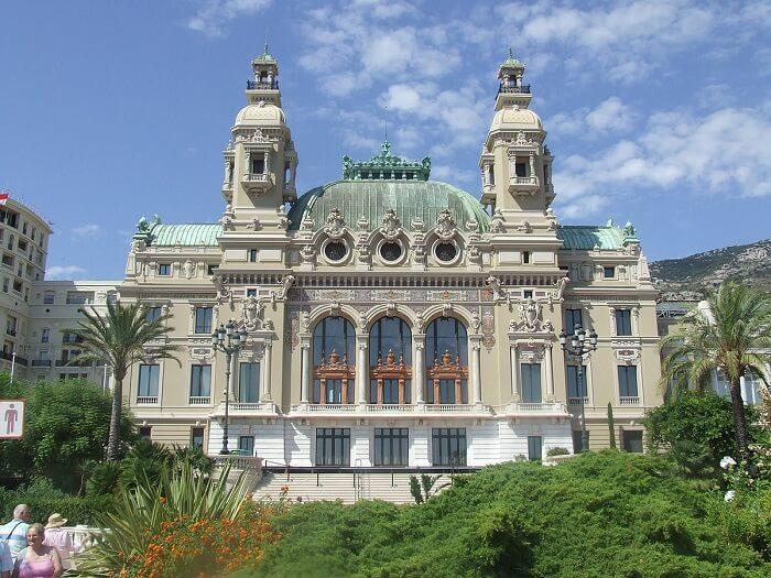 Frente da Ópera de Monte Carlo em Mônaco