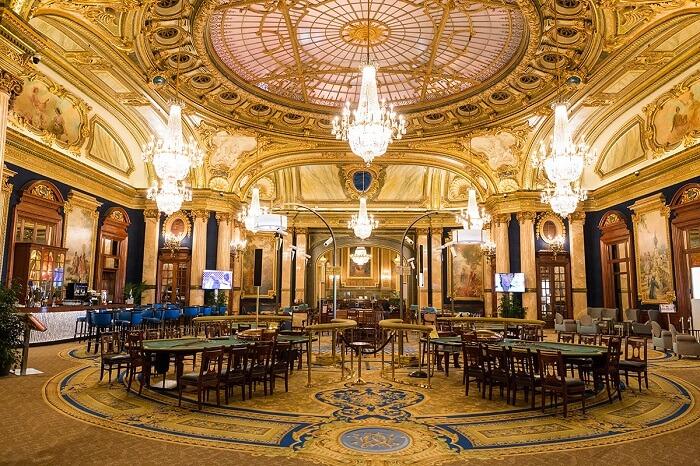 Interior do Cassino Monte Carlo em Mônaco