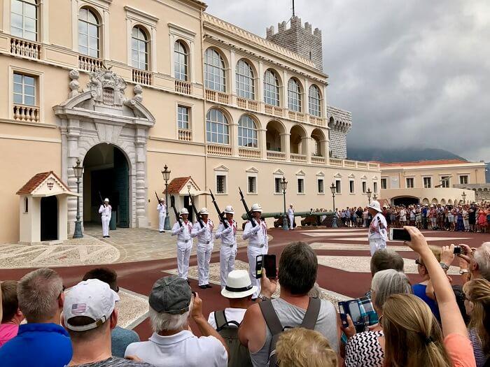 Troca de guarda no Palácio do Príncipe de Mônaco