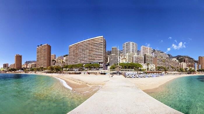 Vista da Plage du Larvotto em Mônaco