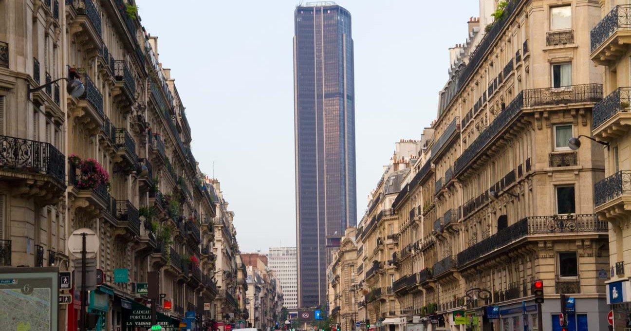 Torre Montparnasse ao fundo de Paris