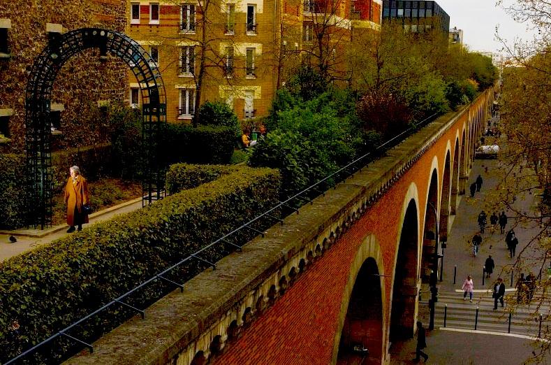Vista da passarela Promenade Plantée em Paris