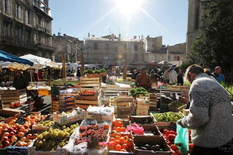 Mercado na Basílica de Saint Michel