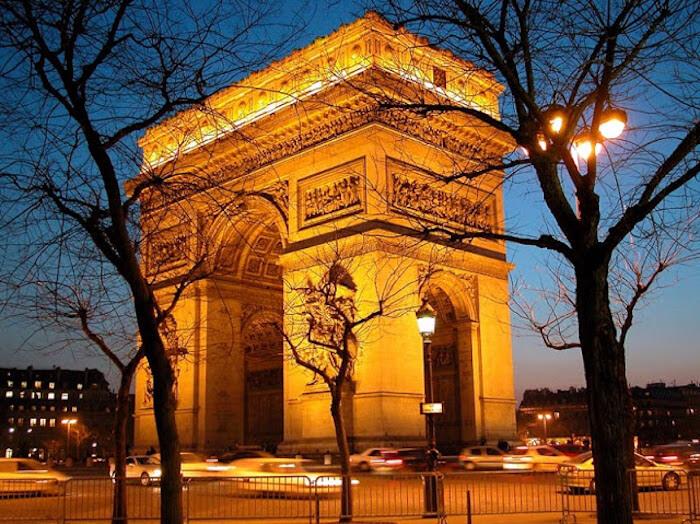 Arco do Triunfo iluminado