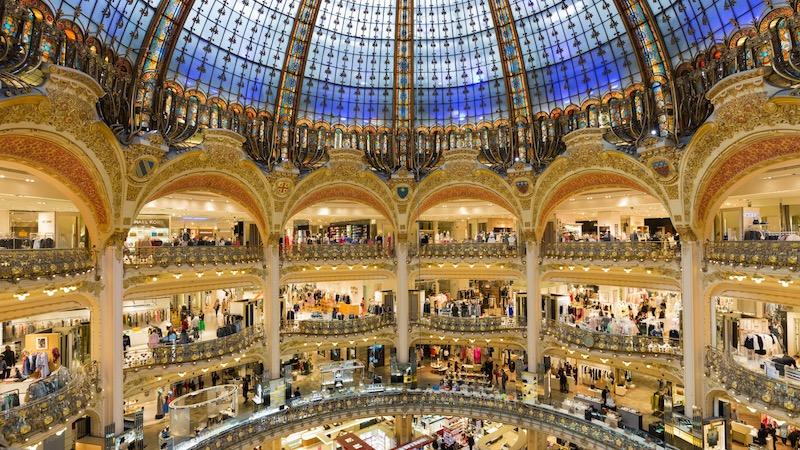 Compras na loja Galeries Lafayette em Paris
