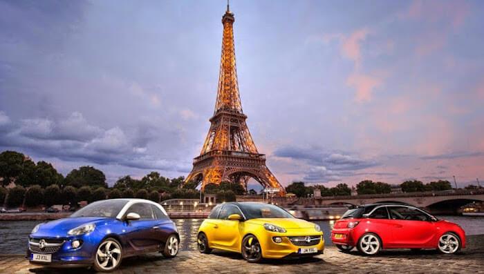 Carros em Paris na França