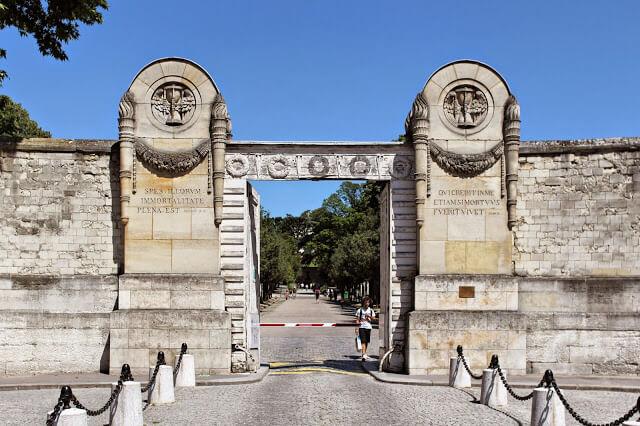 Entrada do Cemitério Père Lachaise em Paris