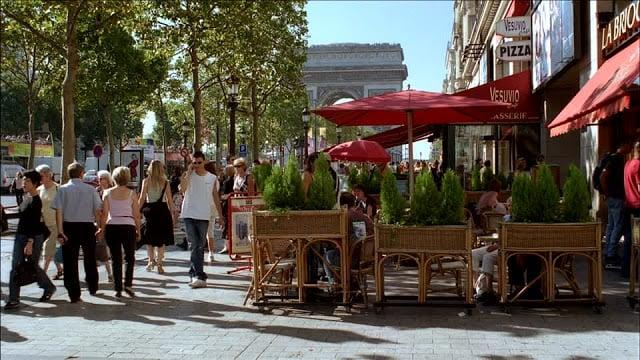 Onde come na Avenida Champs-Elysées em Paris