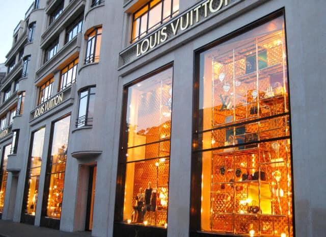 Lojas que você encontra na Avenida Champs-Elysées em Paris