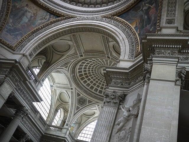 Interior do Panteão em Paris