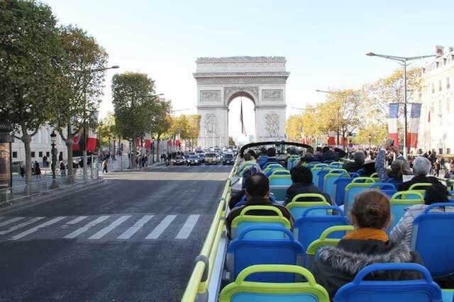 Passeio em ônibus turístico em Paris