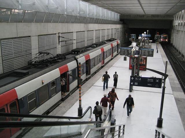 Metrô em Paris