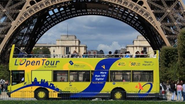 Passeio de ônibus turístico em Paris
