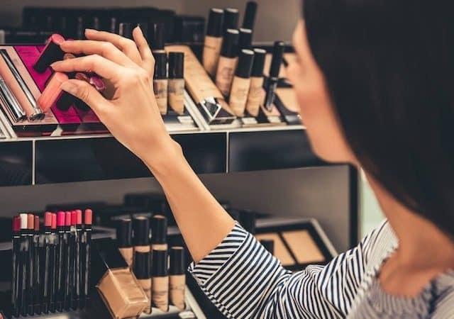 Comprando maquiagem em Paris