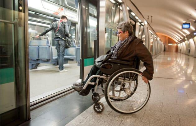 Transporte público em Paris acessível