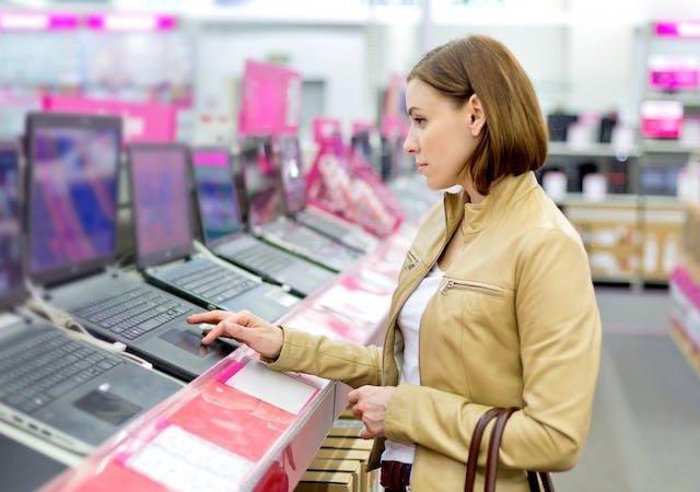 Comprando eletrônicos em Paris