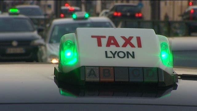 Como ir do aeroporto de Lyon ao centro turístico