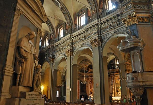 Estátua Catedral de Sainte Reparate em Nice