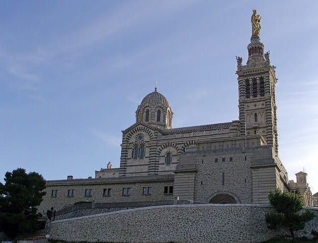 Fachada da Notre Dame de la Garde em Marselha