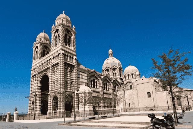Lateral da Catedral de Marselha