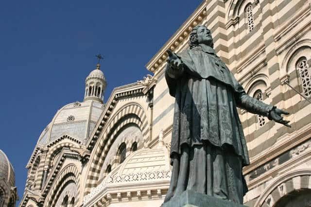 Estátua na Catedral de Marselha