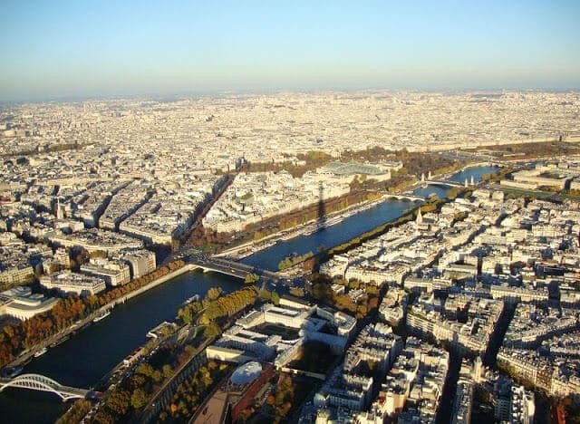 Vista da Torre Eiffel em Paris