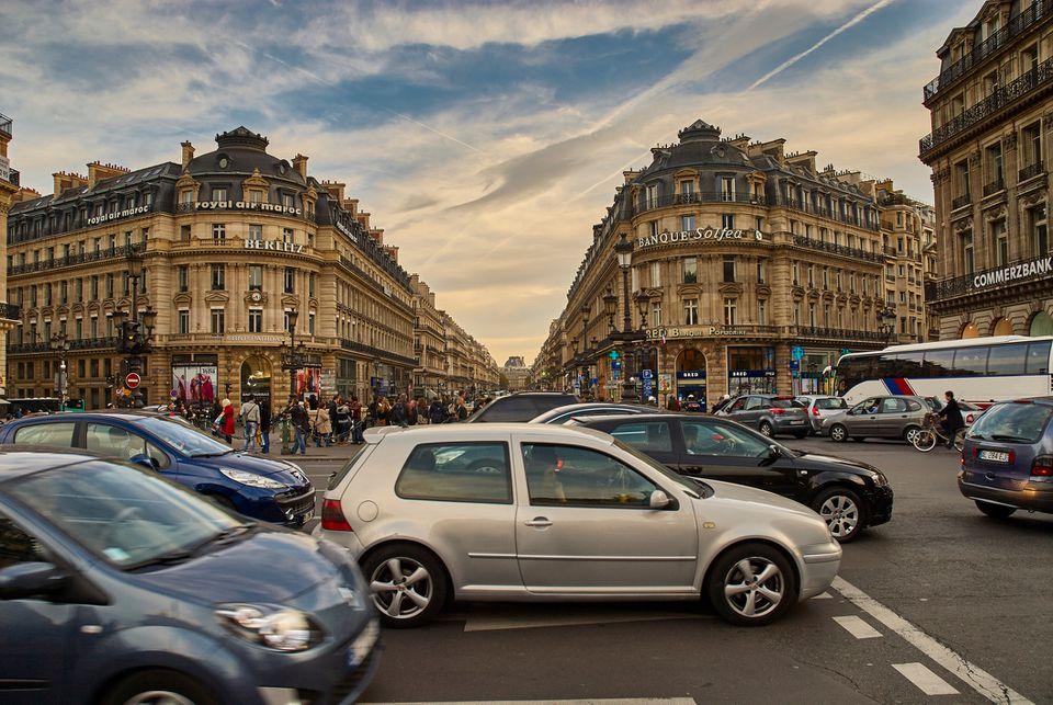 Carros em Paris