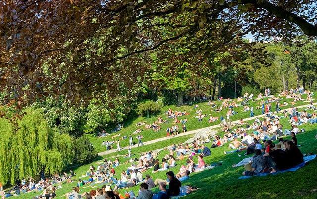 Parc des buttes chaumont em Paris