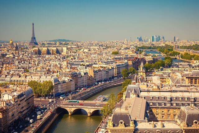Vista de Paris no verão