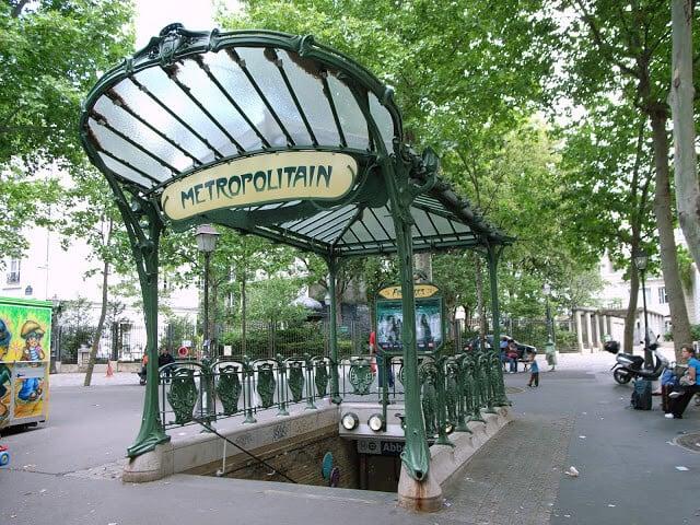 Entrada do metrô de Paris