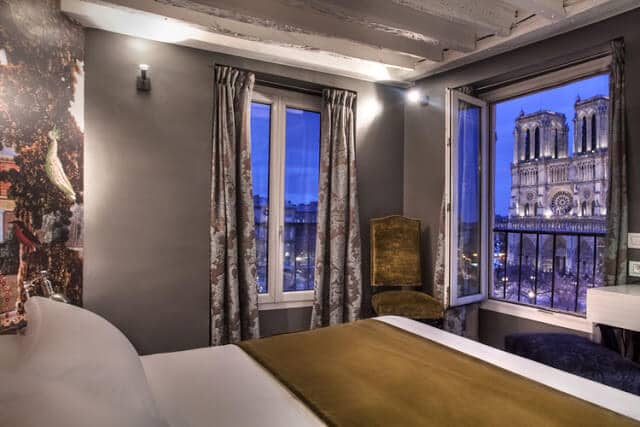 Vista do Hotel Le Notre Dame St Michel em Paris