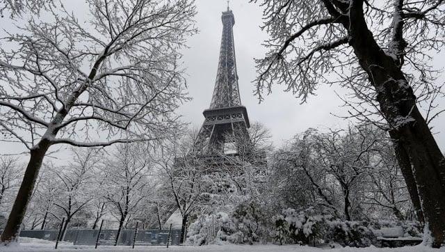 Torre Eiffel em Paris em janeiro