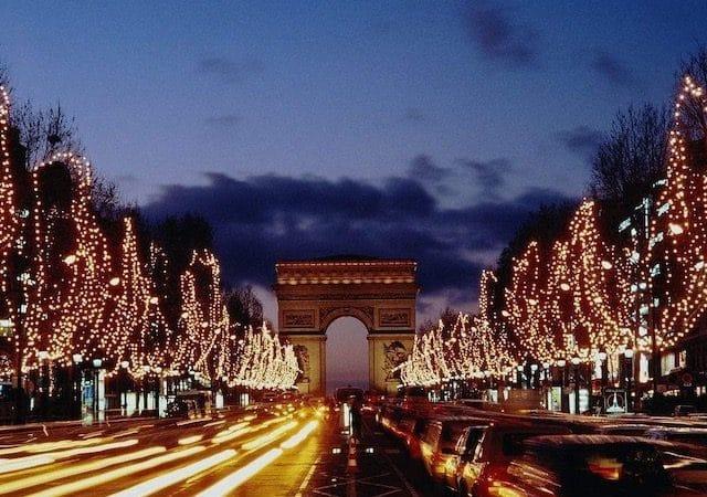 Arco do Triunfo em dezembro em Paris