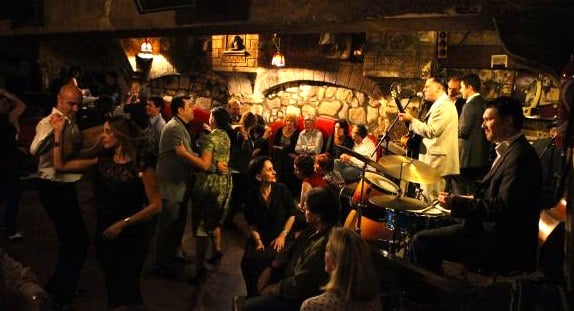 Jazz no Caveau de la Huchette em Paris