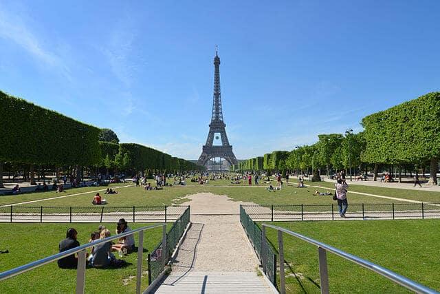 Torre Eiffel em Paris em Maio