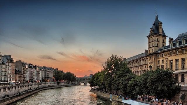 Vista de Paris em Julho