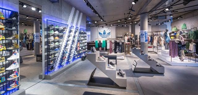 Vista da Loja Adidas em Paris