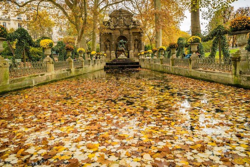 Jardim de Luxemburgo em Paris em outubro