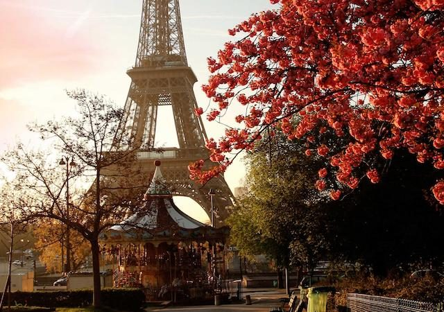 Torre Eiffel no outono em Paris