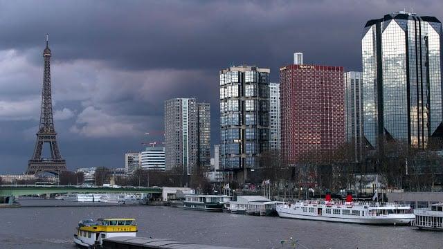 Céu nublado de Paris em fevereiro