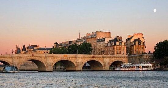 Pont Neuf em Paris no fim da tarde