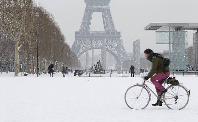 Neve em Paris na Torre Eiffel