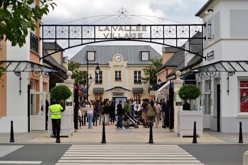 Entrada do outlet La Vallée Village em Paris