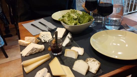 Onde degustar queijos e vinhos em Paris?