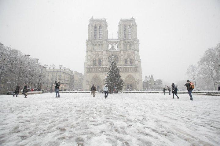 Neve em Paris na Catedral Notre Dame