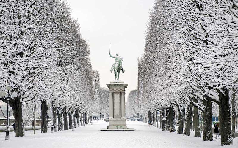 Neve na Champs-Élysées em Paris