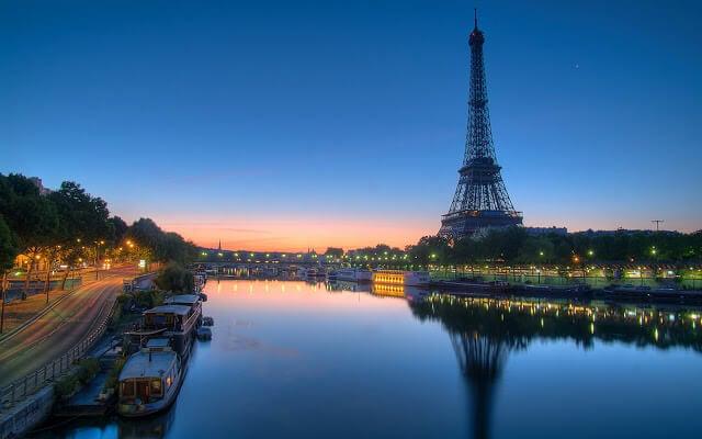 Rio Sena em Paris no fim de tarde