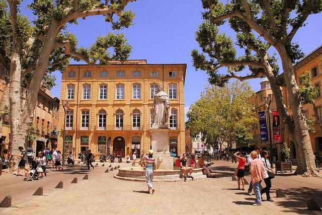Praça em Aix