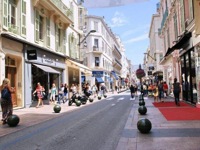 Vista da Rue d'Antibes em Cannes