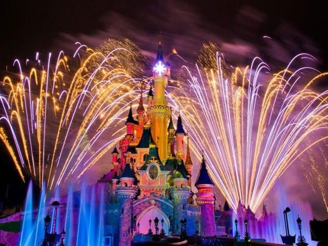 Fogos de artifício no Parque Disneyland em Paris